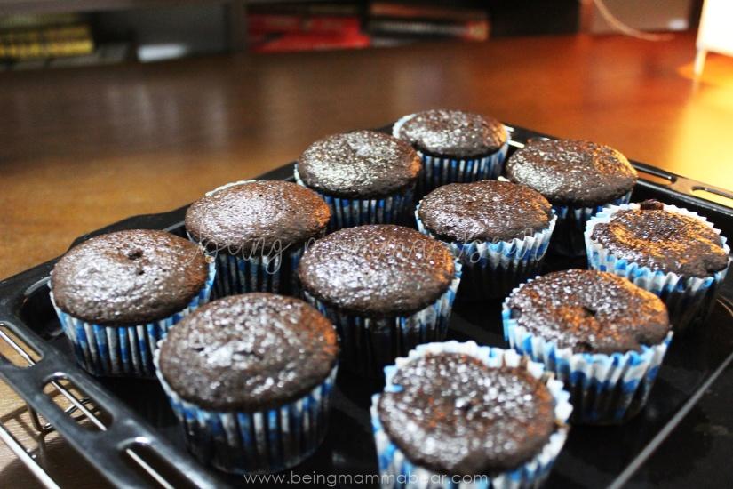 Being Mamma Bear Bake Me India Big Chocolate Cupcakes Kit Review 10
