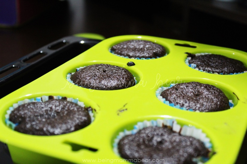 Being Mamma Bear Bake Me India Big Chocolate Cupcakes Kit Review 5