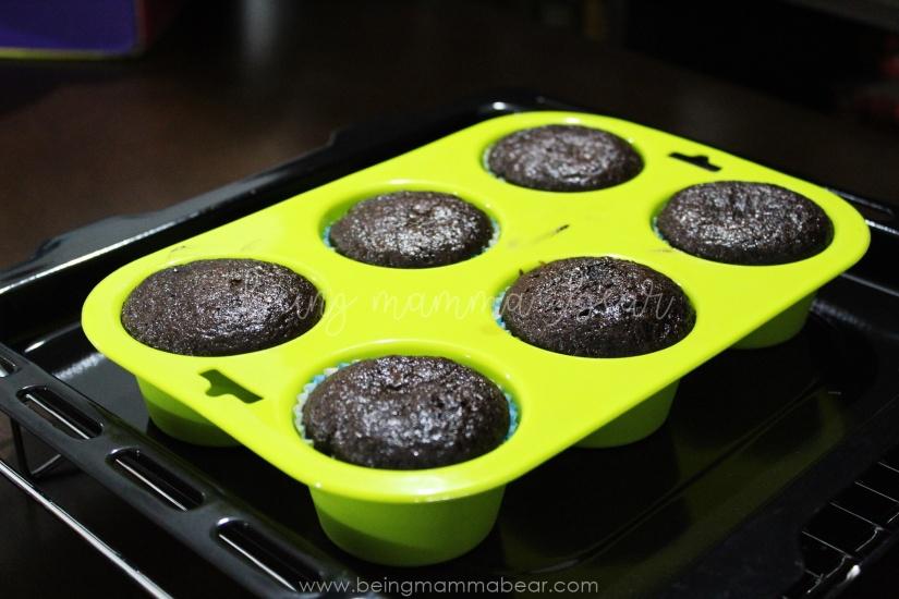 Being Mamma Bear Bake Me India Big Chocolate Cupcakes Kit Review 7