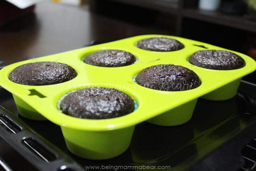 Being Mamma Bear Bake Me India Big Chocolate Cupcakes Kit Review 8